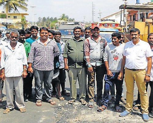 Residents interrupt road works, demand resumption of water supply