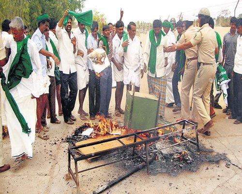 Mob of farmers vandalises seed production unit