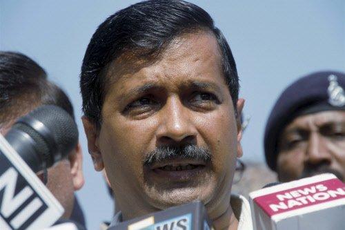 Kejriwal slammed for travelling by chartered plane