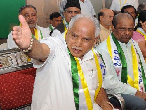 Dhananjay cosies up to JD(S), seeks DK ticket