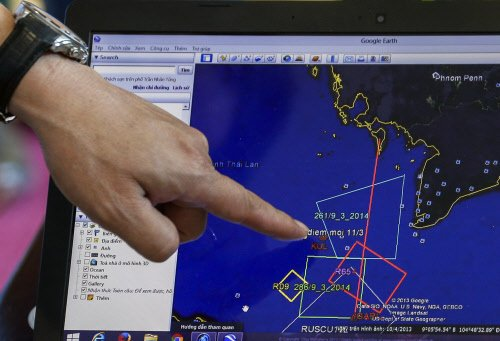 Malaysia expands search area for missing jet, mystery deepens