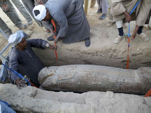 1,500-year-old coffin opened in China