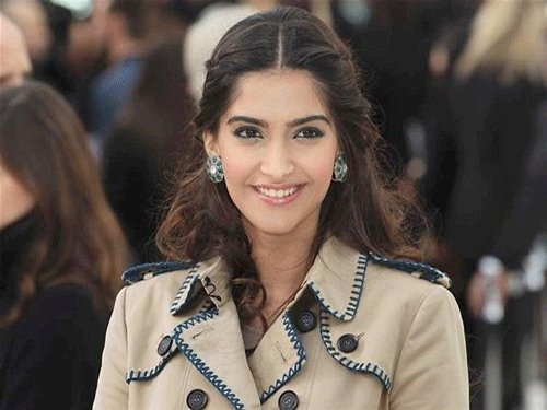 Dad not possessive about me: Sonam Kapoor
