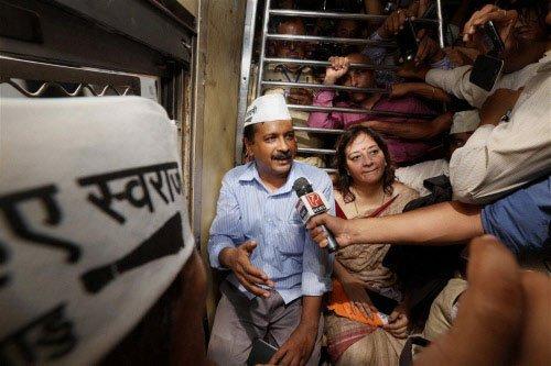Kejriwal threatens to send pro-Modi scribes to jail