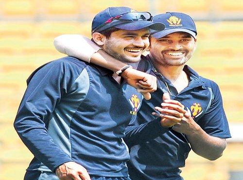 Karnataka begin firm favourites