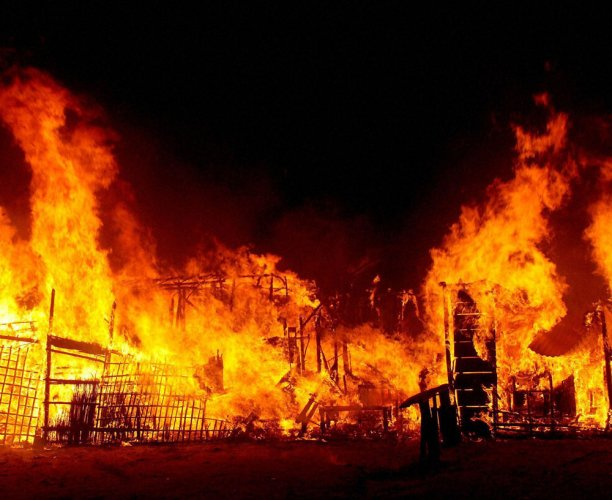 Temple set ablaze over alleged desecration of holy book in Pak