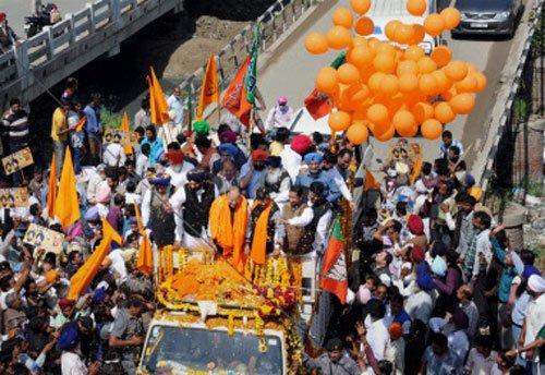 Commotion at Jaitley's road show as gas balloons burst