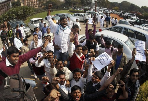 Mass exodus of leaders leaves Cong high & dry in Seemandhra