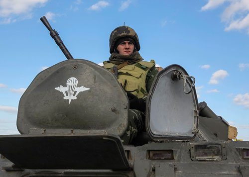 Ukraine soldier killed in Crimea as crisis hits military stage