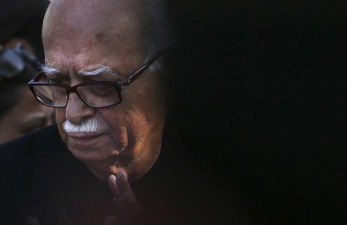Advani decides to contest from Gandhinagar
