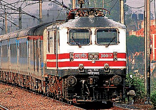 Woman jumps before train with three daughters