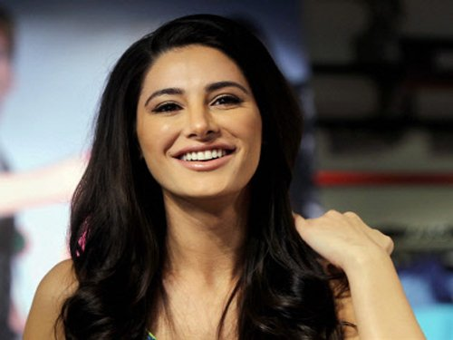 Nargis' Hindi improves, not blocking offers