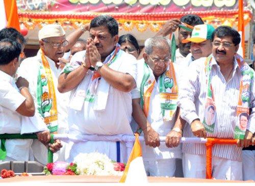 Son stroke in Karnataka LS polls
