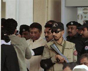 Musharraf escapes assassination attempt