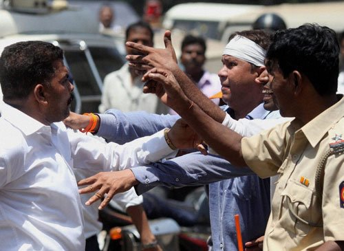 SS, MNS activists clash outside election office