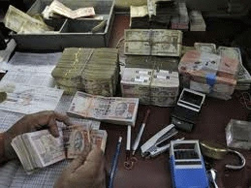 I-T seizes over Rs 1 crore in red light area