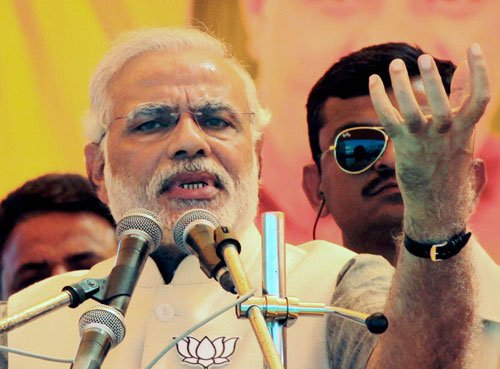 Modi brings Vadra in the line of fire, attacks Sonia, Rahul