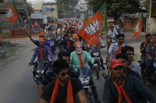 Modi begins road-show before filing of nomination in Vadodara