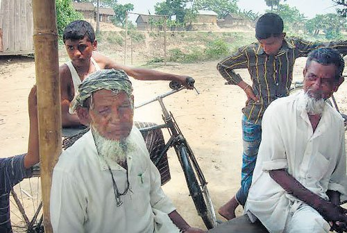 Assam Muslims reluctantly stay with Congress