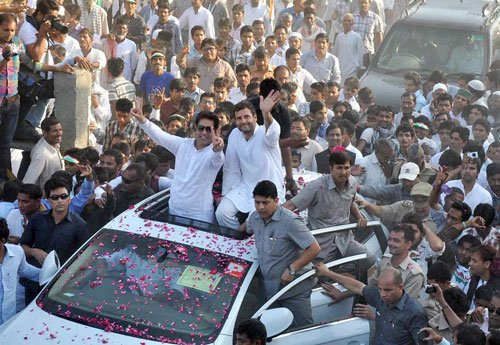 Rahul holds roadshow in Sultanpur ahead of filing nomination
