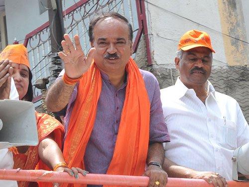 Nilekani committing hara-kiri: Ananth Kumar