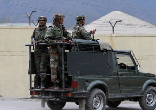 Militants holed up in a house in Srinagar, cordon tightened