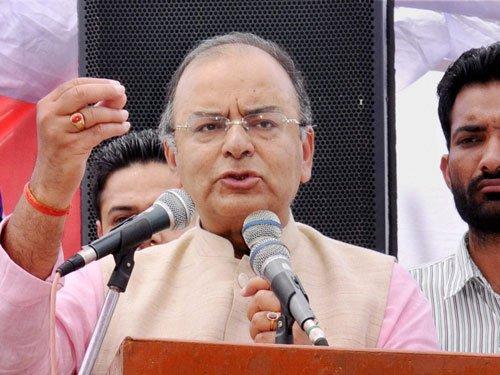 Gandhis are under siege, says Jaitley