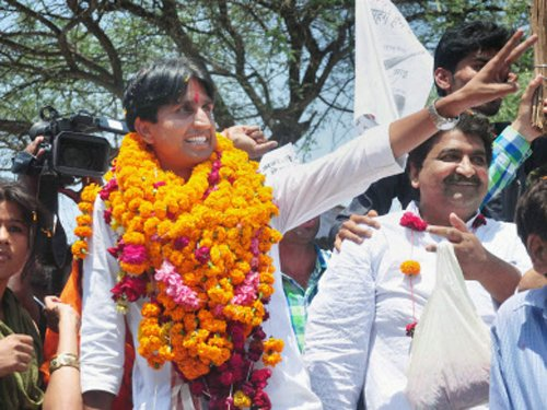 Discipline of RSS is as good as that of LeT: Kumar Vishwas