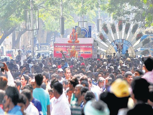 Hundreds pay tribute to Dalit hero