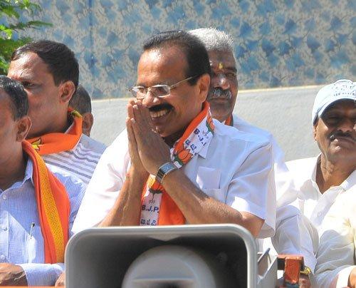Ex-CM locked in 'decent fight' in Bangalore North