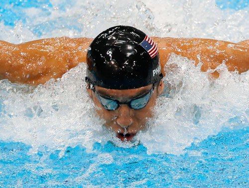 Michael Phelps makes surprise return to swimming