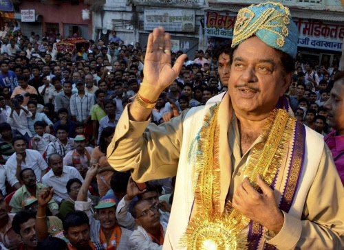Patna Sahib: Actor, doctor up against 'Bihari Babu'