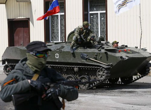 Armoured vehicles with Russian flags appear in east Ukraine