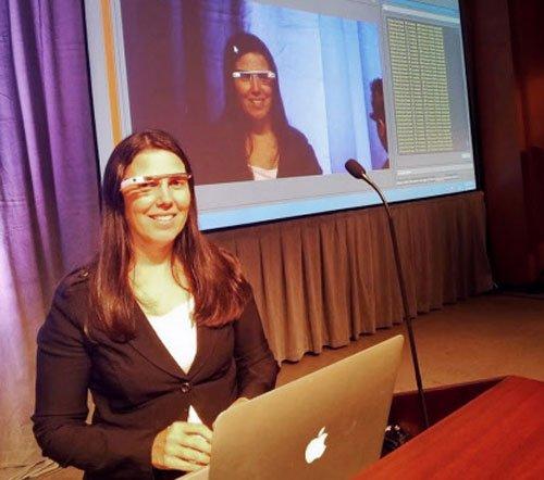 Google Glass rolls white models for US citizens