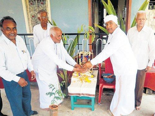 A novel way of marking 11th day ceremony of a progressive farmer