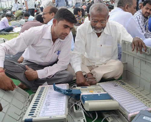 Defective Pune EVM 'transfers' all votes to Congress