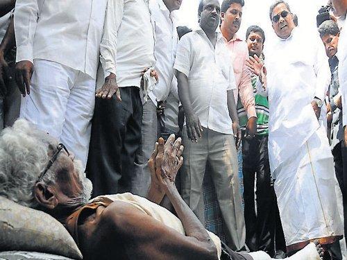 Amid electioneering, Siddaramanahundi erupts in joy