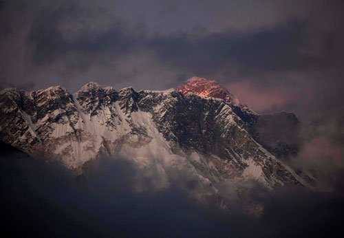 13 killed in Mt Everest avalanche