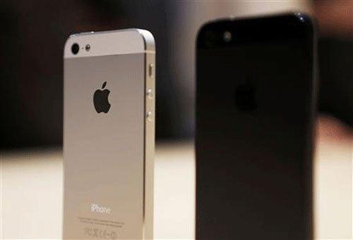 Ex-Apple chief mulls mobile phone launch in India