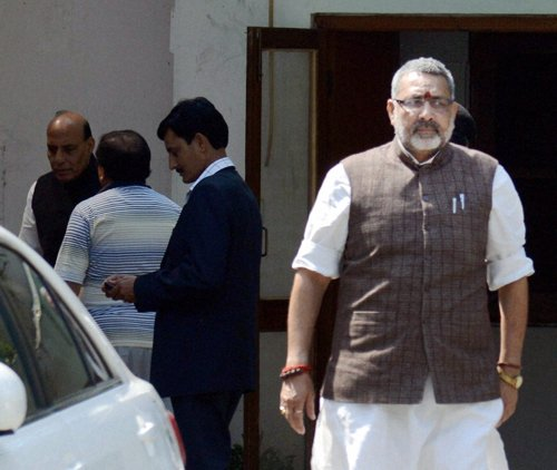 BJP pulls up Giriraj for Modi-Pak remark, he stands by comment