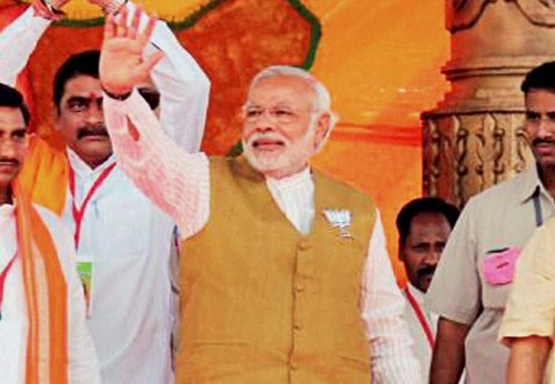 Sonia, Rahul cheating youths: Modi