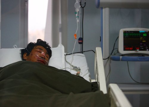 Survivors recall chaos, fear in Everest avalanche