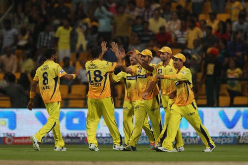 Super Kings trounce Delhi