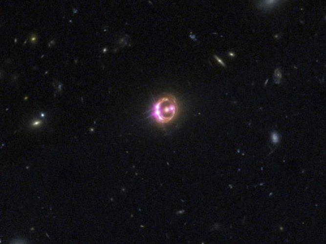 Unique pair of super-massive black holes found