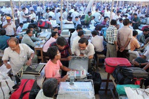 Brisk voting in second major round of Lok Sabha polls