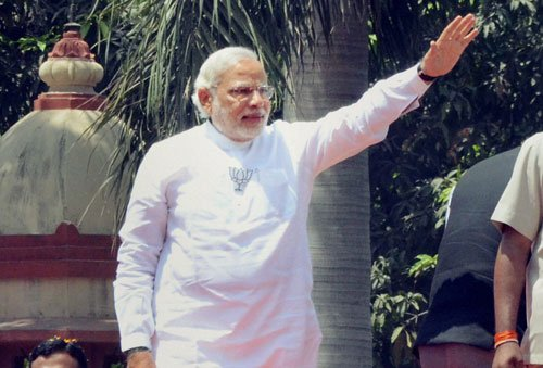 Modi promises to help Varanasi's Muslim weavers