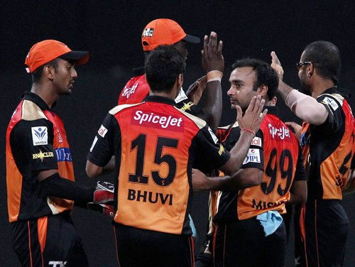 SRH win toss, elect to bat against DD