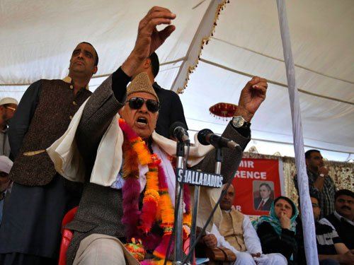 Hizbul triggers blast ahead of Farooq's rally