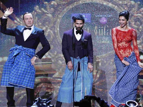 Kevin Spacey joins Deepika in 'Lungi dance'