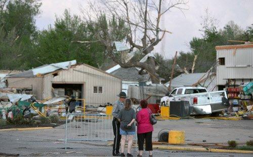 Tornadoes strike central, southern US, killing 9
